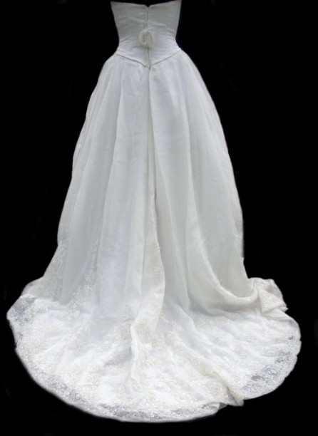 Bohaté svatební šaty